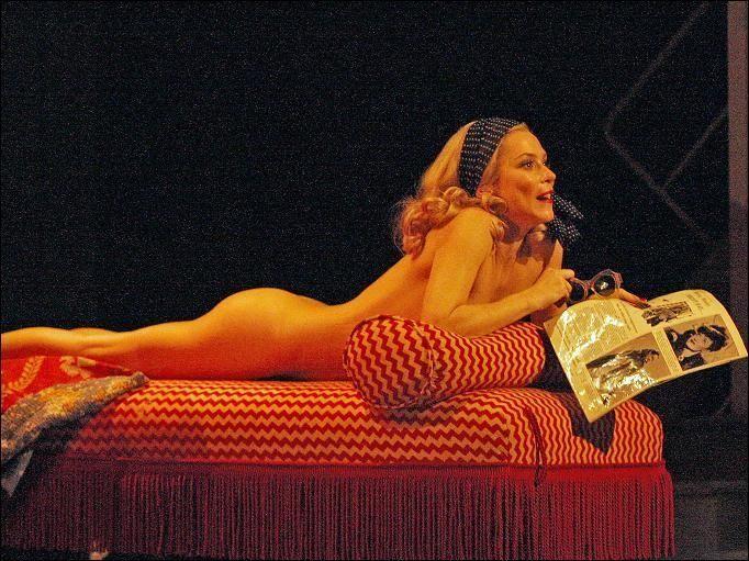тут видим театральные сексуальные звезда фото эта измена