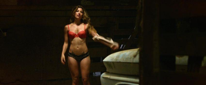 Голая Анастасия Панина Таня из Физрука показала свою грудь